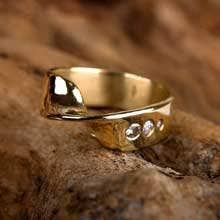 Mobius ring gold with Diamonds