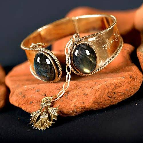 Ka Bracelet gold with Labradorite