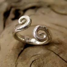 Equilibrium ring silver