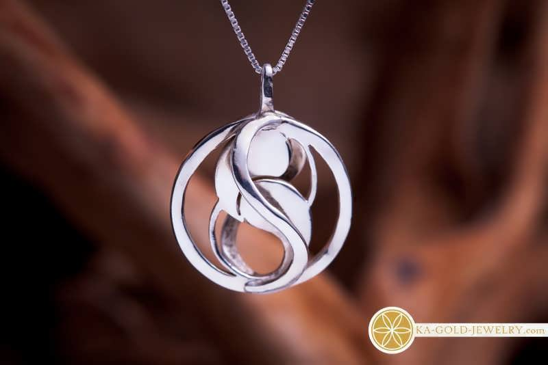 The Entangled Pendant
