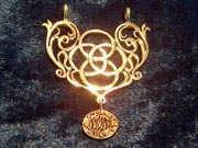 Mother Earth Pendant Gold 325
