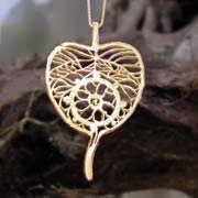Dharma Pendant Gold 536