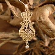 Menorah Pendant Gold with cat's eye chrysoberyl 705