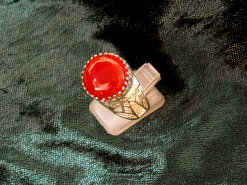 Egyptian Lotus ring gold with Carnelian