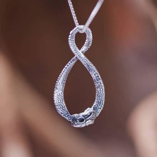 Ciondolo drago dell'infinità - argento