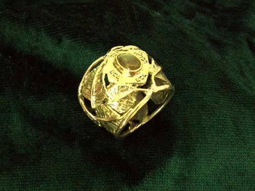Inlaid Buddhi ring gold with Labradorite