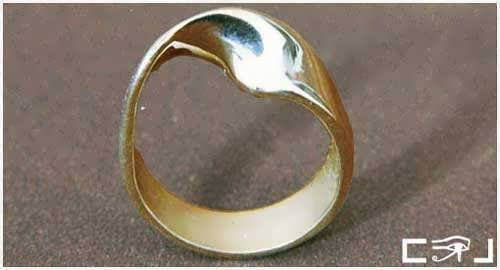 http://www.ka-gold-jewelry.com/images/products-500//mobius-ring/mobius-ring12.jpg