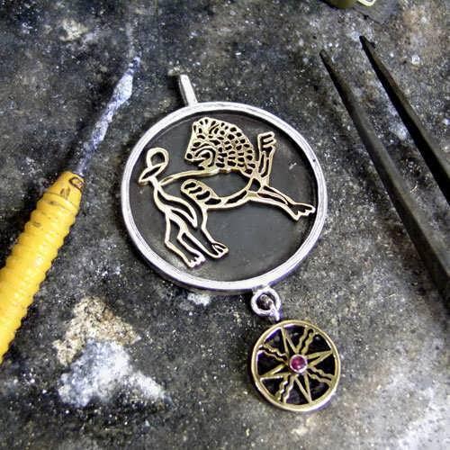 獅子座に太陽のシルバー製およびゴールド製タリスマン (*Limited Edition*)
