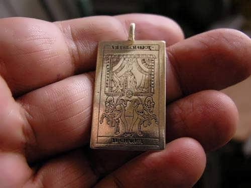 תליון טארוט קלף המרכבה זהב