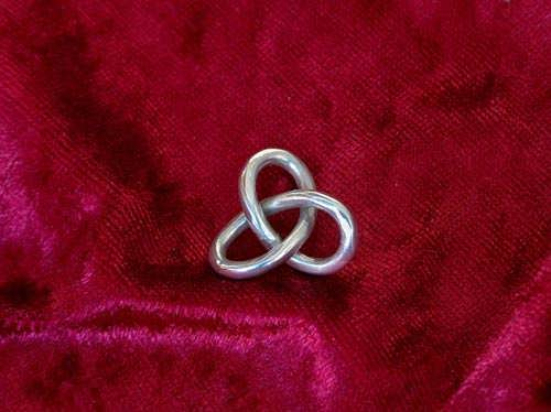 Gordian Knot Pendant Silver Medium