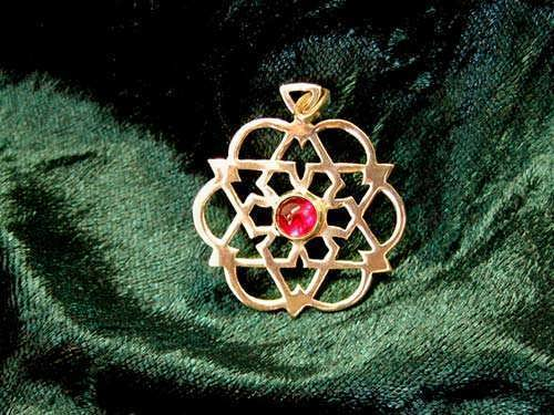 Inlaid egg of life star gold with Garnet