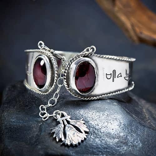 Ka Bracelet Silver with Garnet