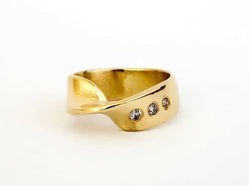 Mobius Ring With Diamonds