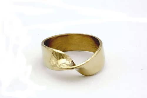 Кольцо «Лента Мёбиуса», золото