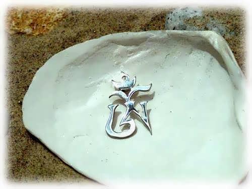 Кулон «Тибетский символ Ом», серебро, маленький